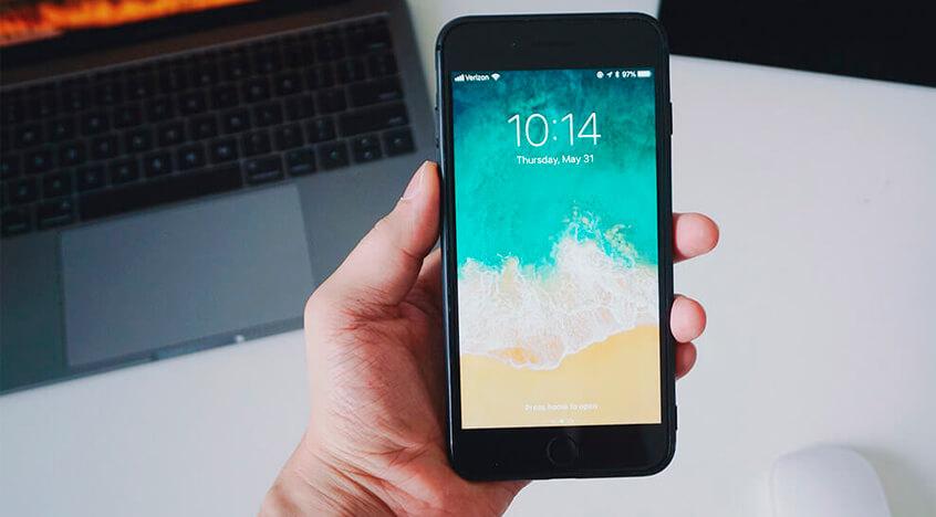 Cómo limpiar el móvil y mejorar su rendimiento para el verano