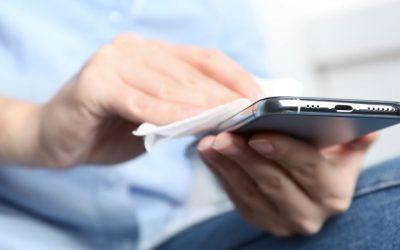 Cómo desinfectar el móvil sin estropearlo